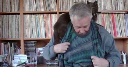 "Man Gives Hilarious ""Tutorial"" With Cat Laying On His Shoulders The Whole Time!! TOO Cute, LOL…"