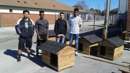 High School Woodworking Shop Teaches Students To Make Shelter Houses For Cats And Dogs, Amazing…
